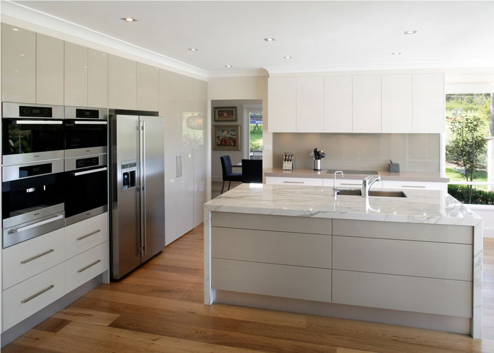Some of us prefer to give our kitchens an ultra-modern look with stainless steel appliances covered in electronic controls though others may find this all ... & Designing modern and classic kitchens with Falcon ovens « Appliances ...