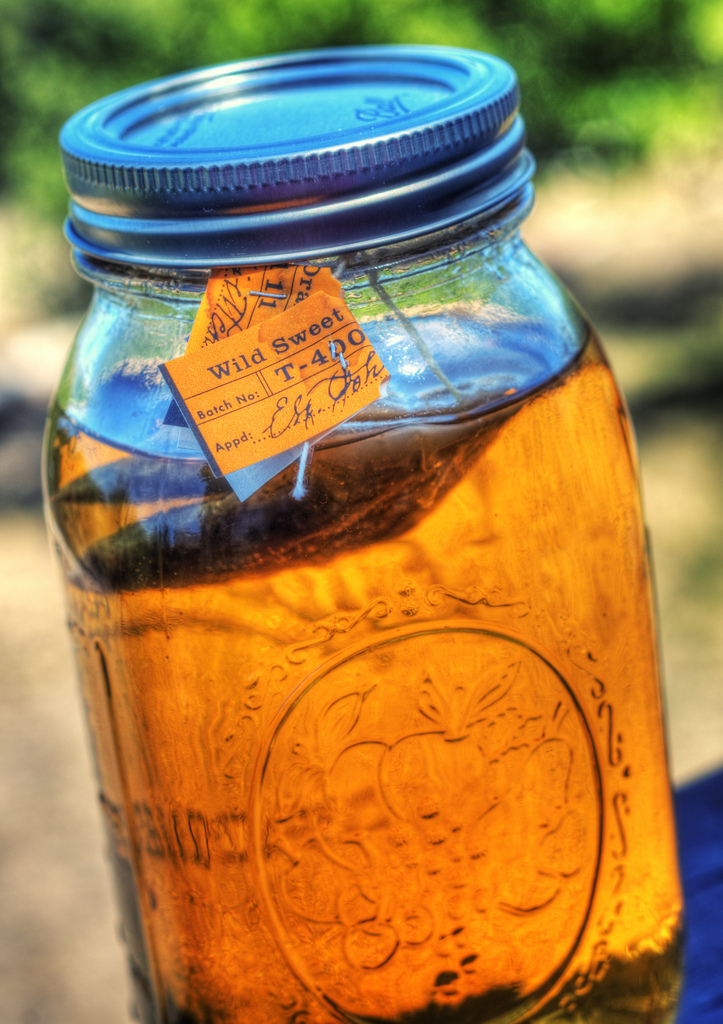 sun tea source: https://www.flickr.com/photos/jrandallc/6016307873/