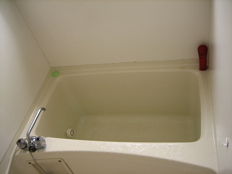 800px-Normal_japanese_bathtub